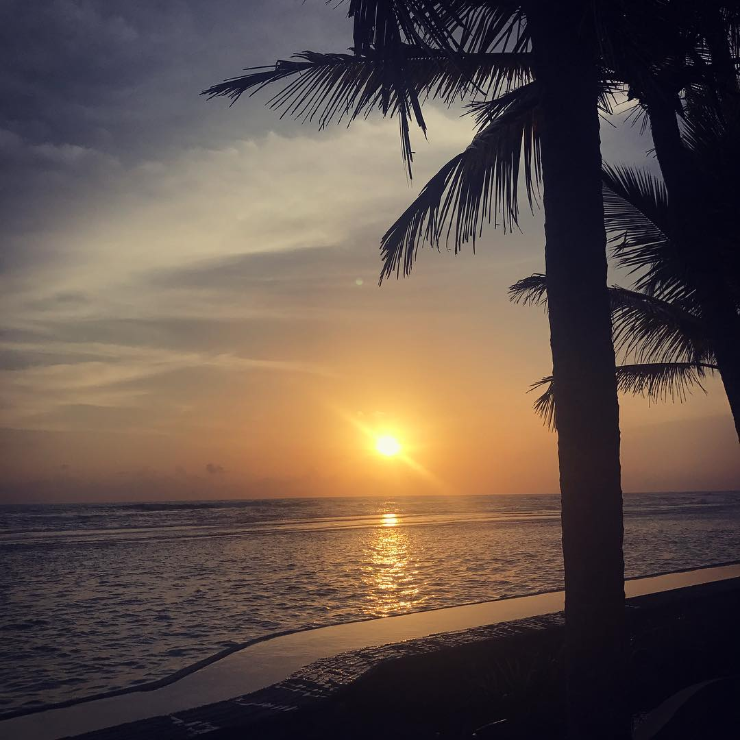 And the healing process begins Not from anything in particular, sometime in life you just need time to take it all in, appreciate what you've got, get clarity on where you want to be and grow as a person. Valuable time we don't always allows ourselves. I'm here for #health and #wellness @barberyn_resorts #ayurveda #sunset #travelblogger #srilanka